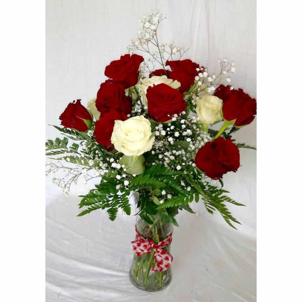 Beautiful love flowers stunning mixed roses with babys breath and beautiful love flowers izmirmasajfo